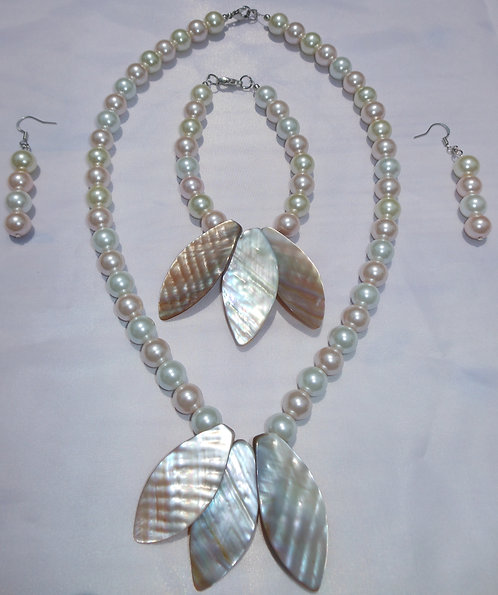 Pearly Shell Jewelry Set