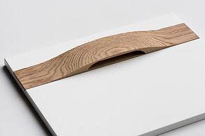 Мебельный фасад с деревянной ручкой