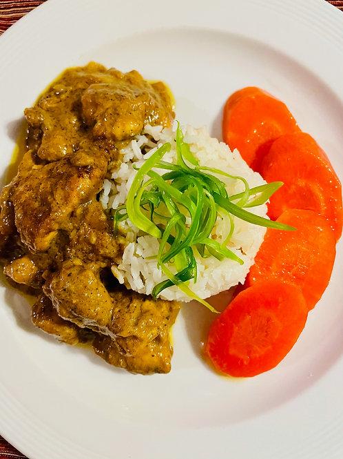 Curry chicken breast with glazed carrots and white rice
