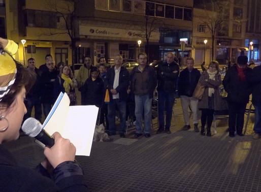 Un centenar de persones es concentren davant de l'Ajuntament en rebuig de la repressió