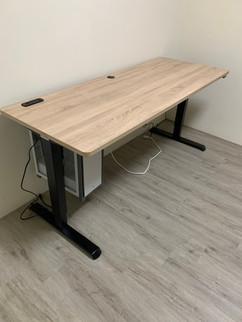 寶10189 黑升降桌+北美原橡+懸吊式主機架.jpg