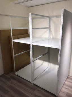 右側封板角鋼櫃