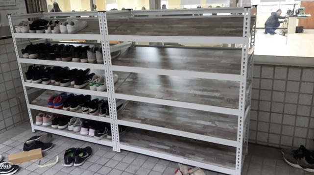 角鋼鞋架+美芯板(斜板限定18mm以上才有支撐力)