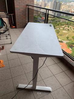 寶9976白升降桌+白雲岩.jpg