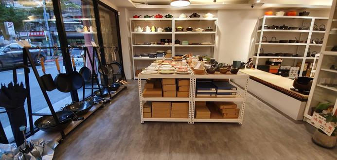 店面展示架(白角鋼+橡木色貼皮夾板)