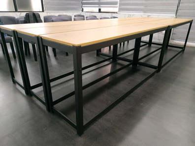 黑砂紋角鋼辦公桌:18mm美芯板-里斯本橡木+下ㄇ+封孔柱