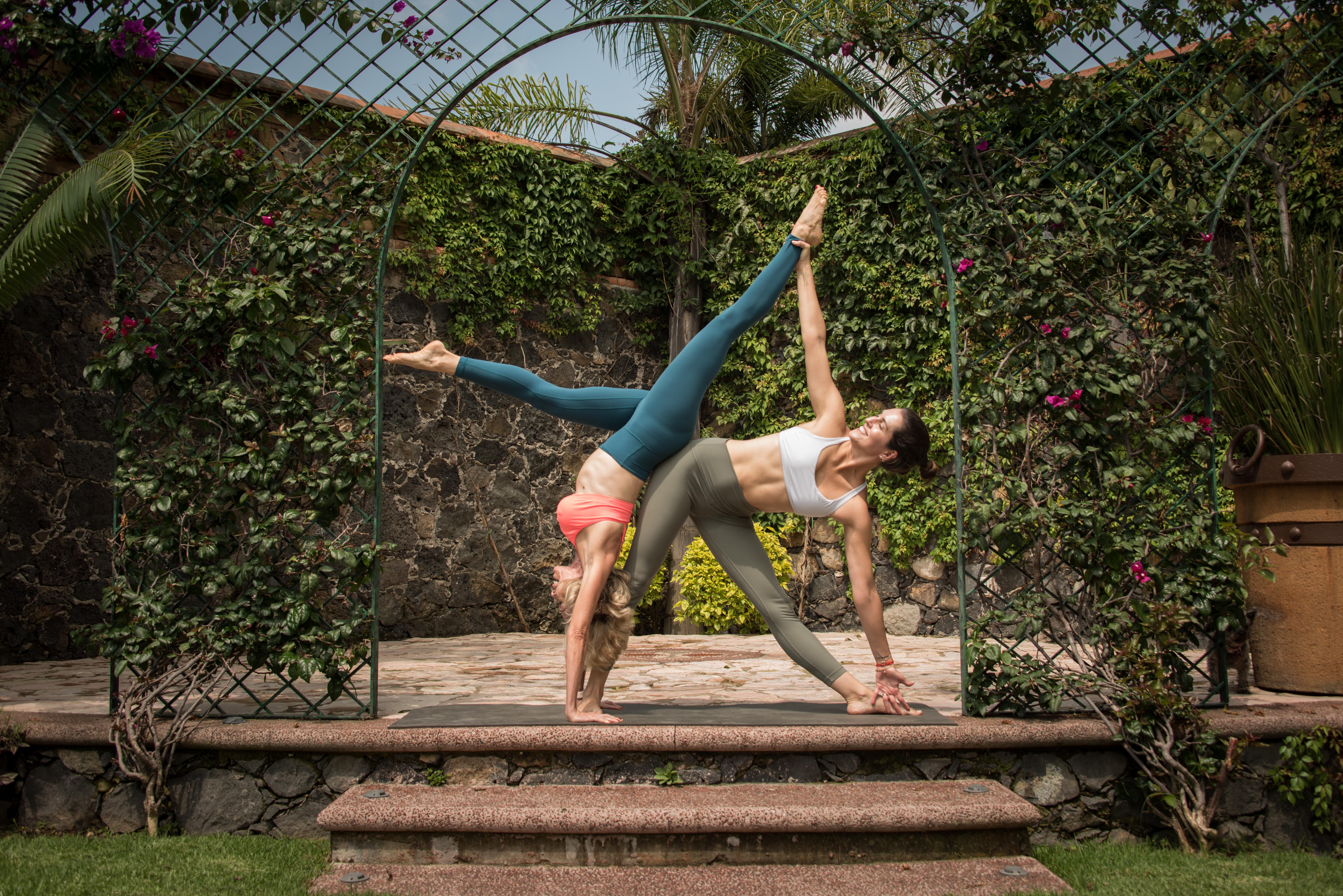 Mariel W. & Tania Witmond / Acroyoga
