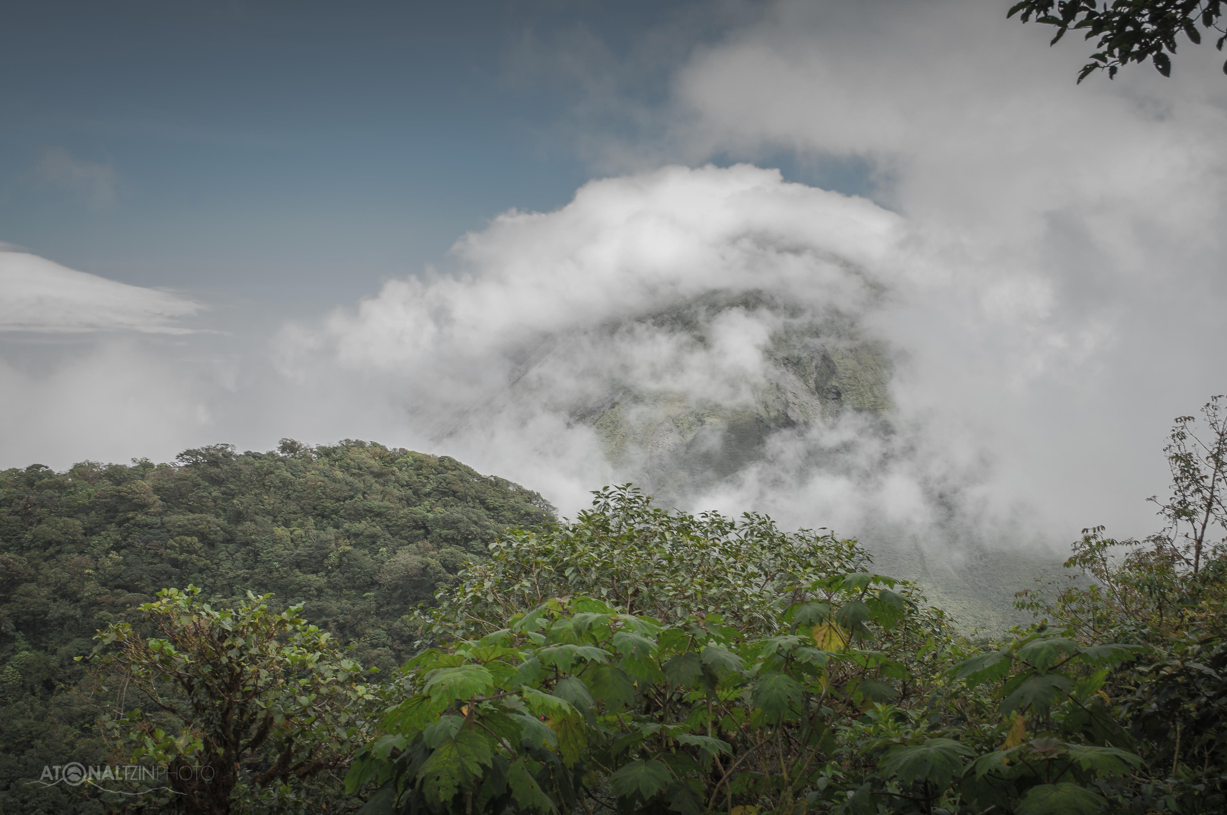 Arenal entre Nubes