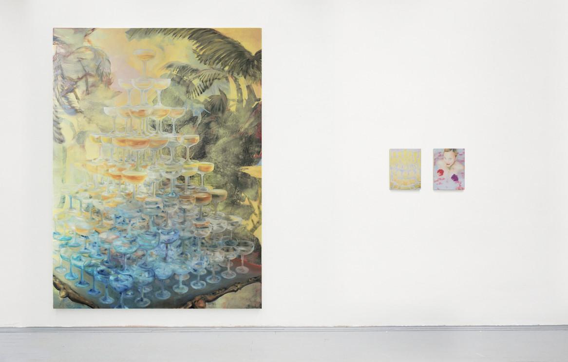 (left)  PYRAMID´  270 x 200 cm, oil on canvas, 2020. Exhibitionview Diplom-Rundgang 2020, Academy of Visual Arts HGB, Leipzig.