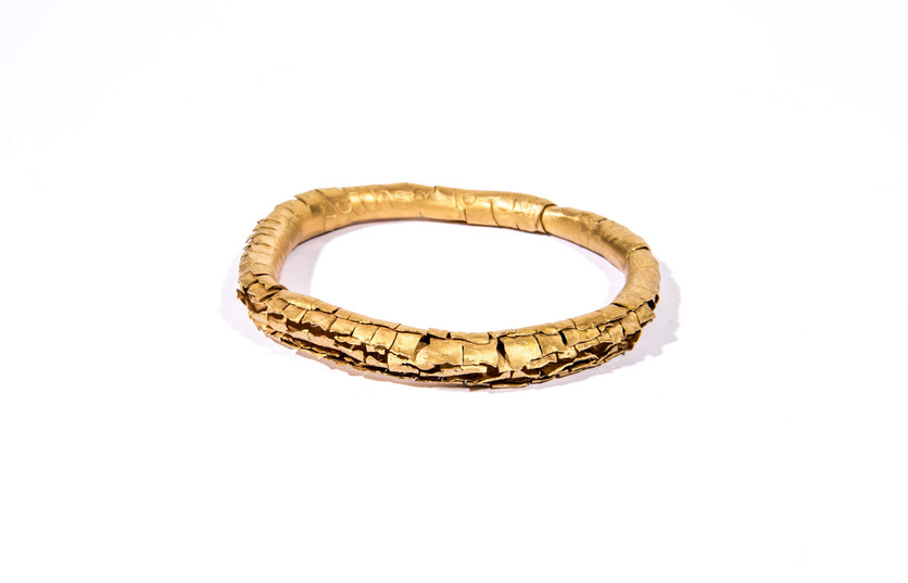 Gold-plated bangle with engraved words