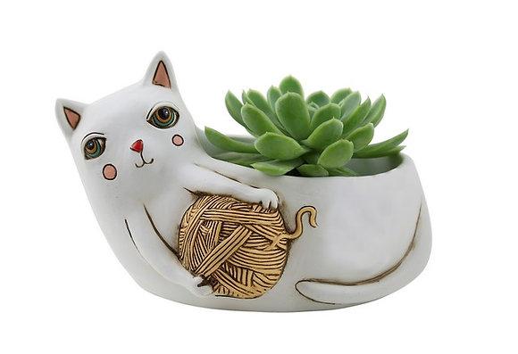 White CAT w.yarn
