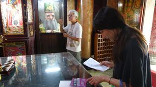 在傳統廟宇內尋找線索