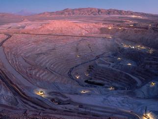 Empregados suspendem greve na maior mina de cobre do mundo
