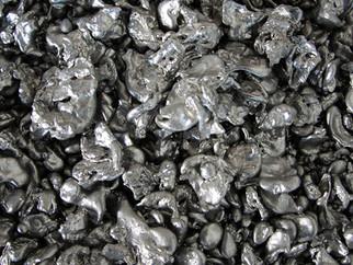 Excesso de oferta leva preço do níquel à mínima em um ano