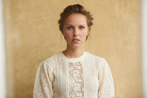 Anika Geyer Frontalbild, traditionelles Bild