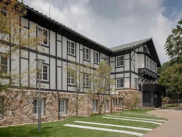 「六甲山サイレンスリゾート」のウェディングの受付スタート