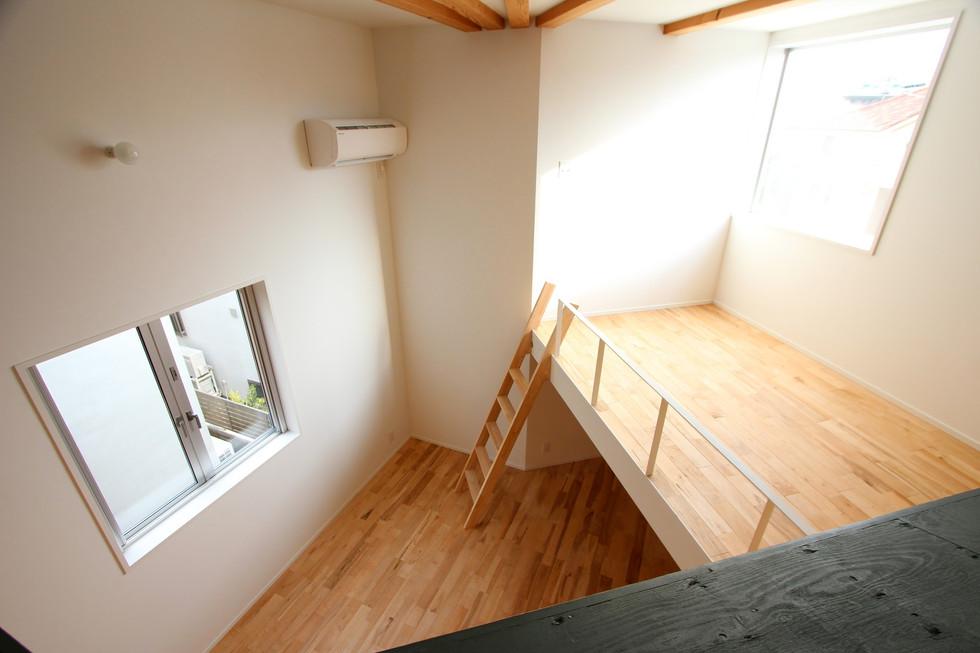 e.room3-2.jpg