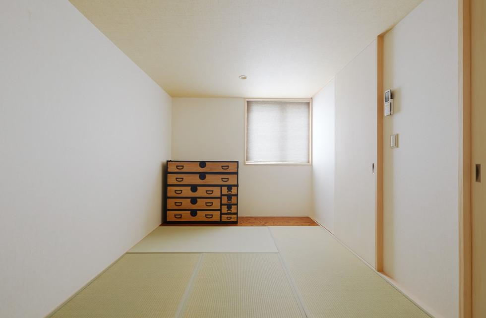 e.room2-1.jpg