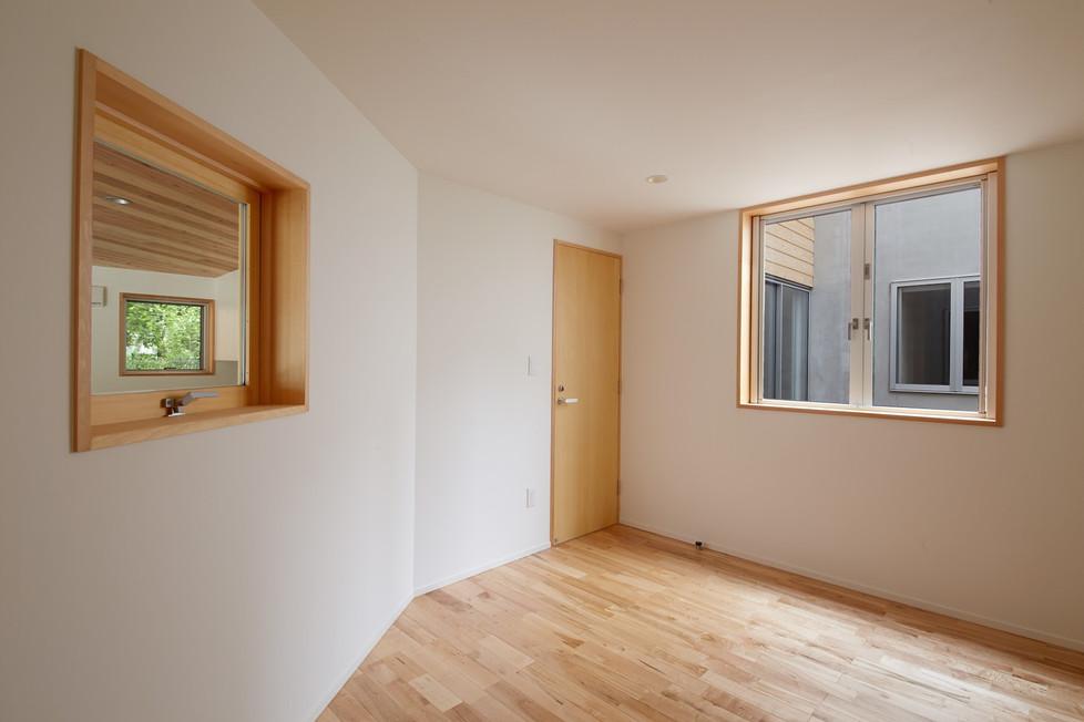e.room1-1.jpg