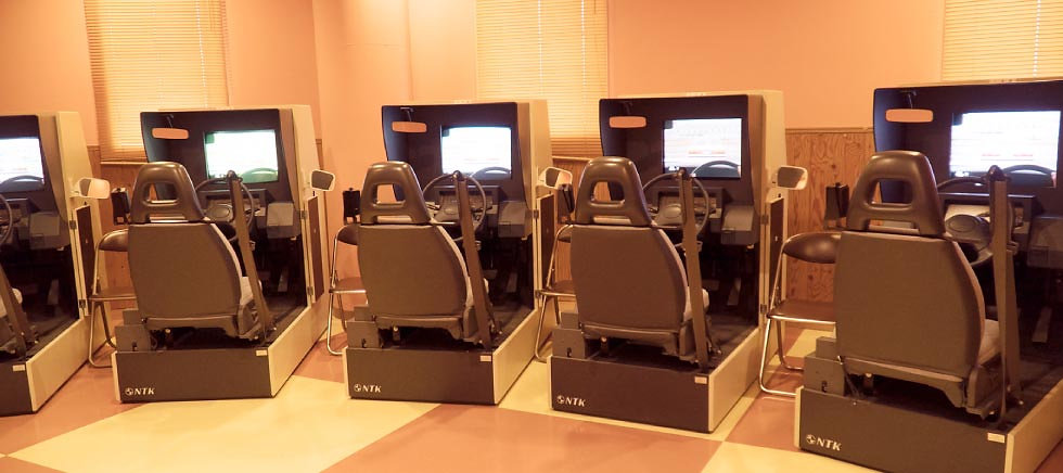 自動車学校 普通免許 大型免許 二輪免許 中型免許 準中型免許 牽引免許 大型特殊免許 KDS釧路自動車学校 トレーチャー室
