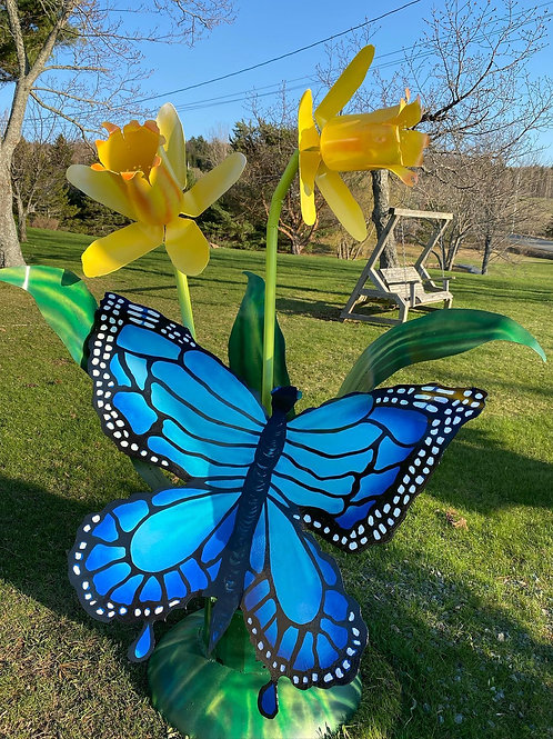 HUGE BUTTERFLY AND DAFODILS7 FEET TALL X 5 'WIDE