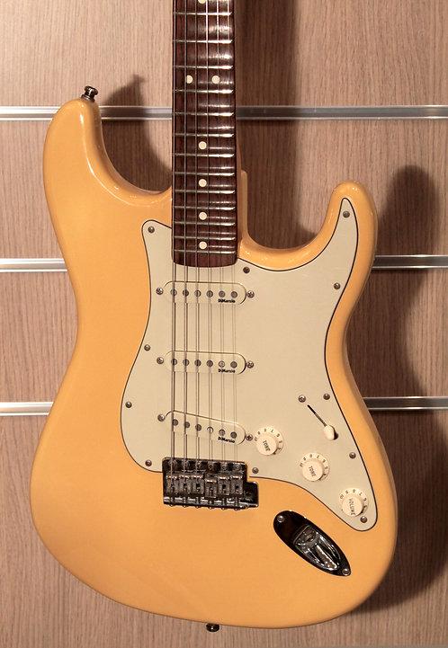 FENDER Stratocaster Yngwie Malmsteen Signature RW