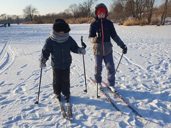 Турнир по настольному хоккею и лыжная тренировка!
