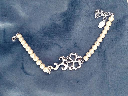 Newbridge Pearls Bracelet Featuring a Unique Rose
