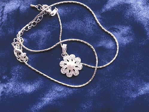 Newbridge Princess Grace Collection Vintage Floral Pendant, Pearl