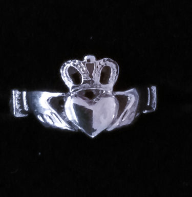 Silver Claddagh Ring with a Patterned Band