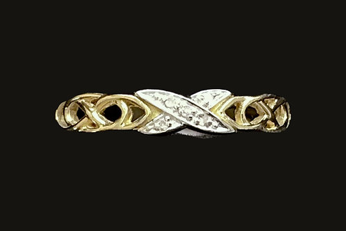 Gold Celtic Ladies Band with Diamonds