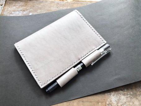 記事簿內頁總是皺?|雙筆位護照套材料包新上架!