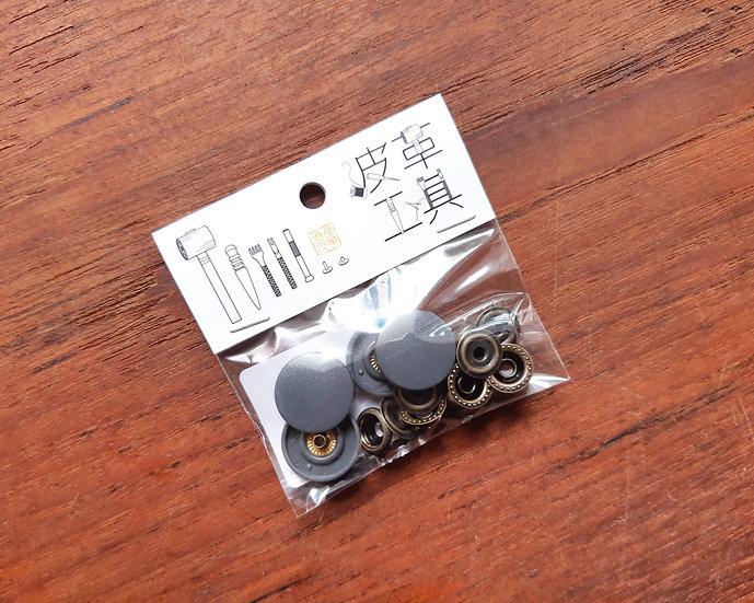 18mm 膠面四合鈕(灰色)