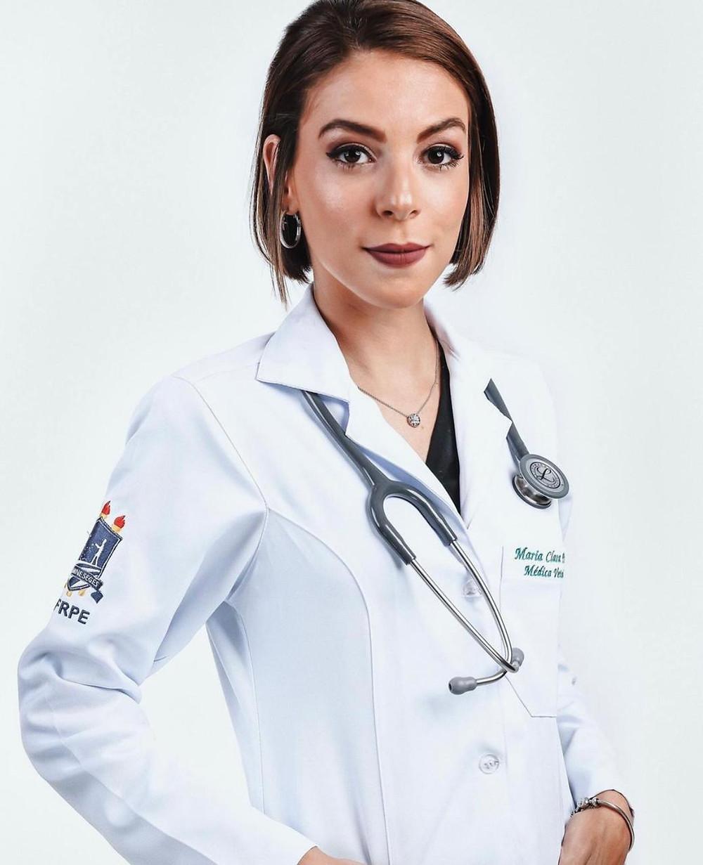 A médica veterinária Maria Clara Paranhos, 23 anos feitos em janeiro, está realizada.