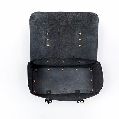 inside ツールBOX型イタリアンレザーバッグ