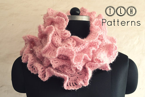 Scarf with ruffled edges