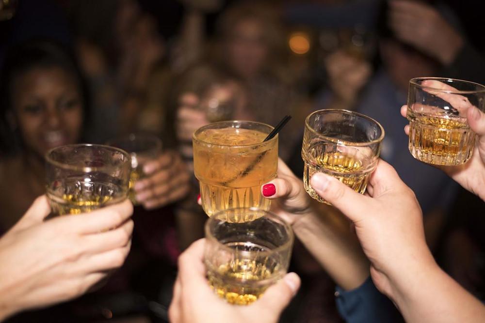 Trasfondo. El consumo problemático de alcohol como contexto.