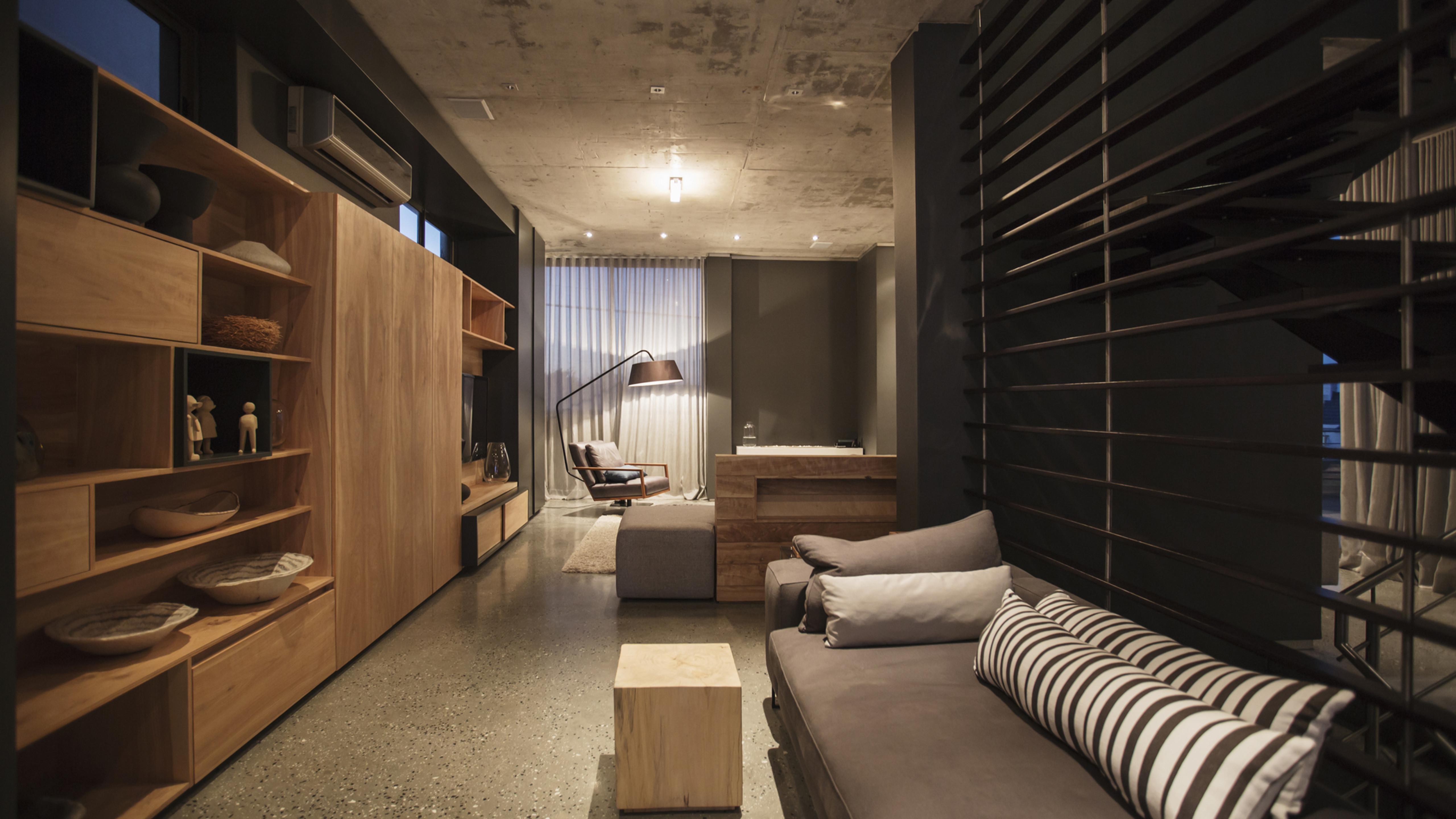 4BR Apartment/Condo - Standard