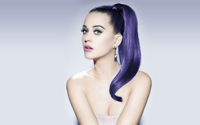 The odd marriage of music and politics: Katy Perry 'roars' for Hillary Clinton in crucial Pe
