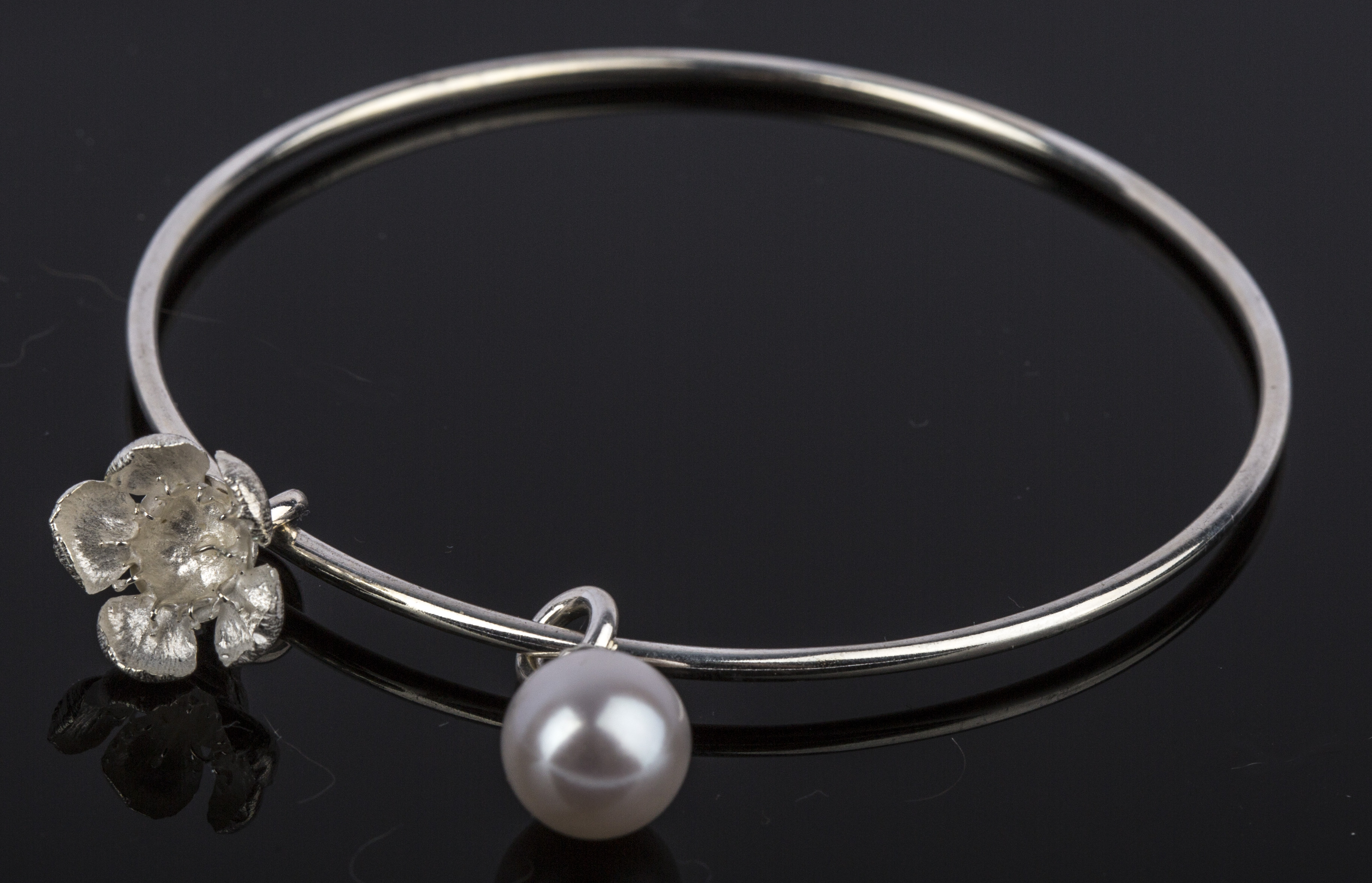 Geraldton Wax Flower & Pearl Bangle