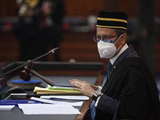 Azhar nafi terima permohonan Ahmad Zahid tukar tempat duduk