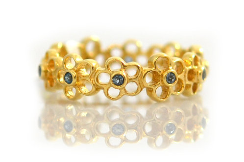 18ct Yellow gold topaz flower band ring