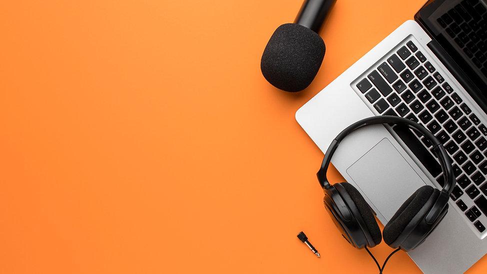 copy-space-headphones-laptop-air-concept