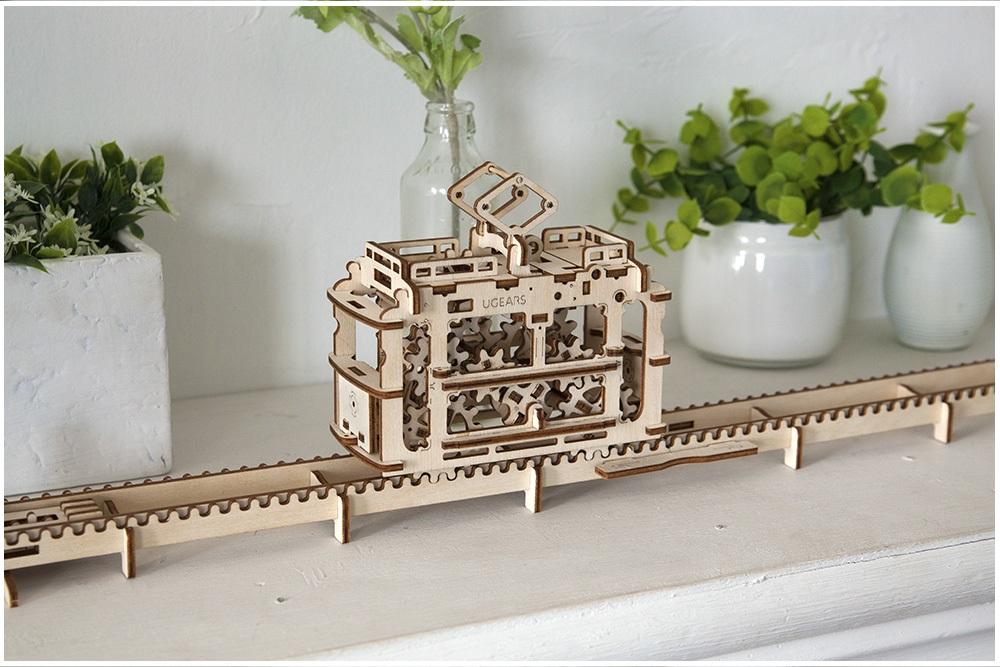 Model Tram Ugears 10