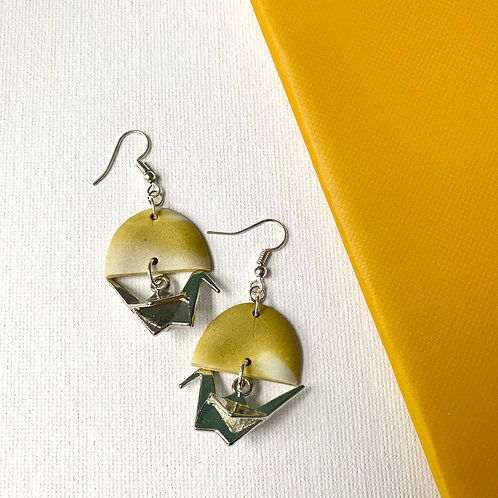 Porcelain and yellow half-moons with origami birds in silver