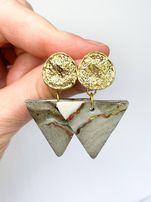 Marbled Triangle with Hammered Gold Circle Dangle Earrings