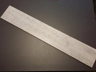 Piastrelle in gres porcellanato tipo frassino grigio