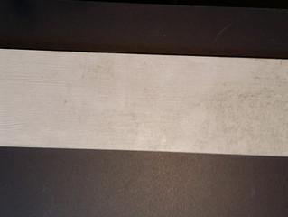 Piastrelle in gres porcellanato tipo acacia bianco