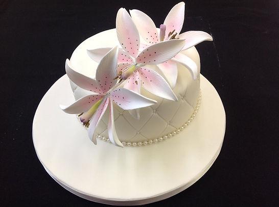 single tier white cake on white cake sta