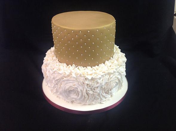 golden and white flowery wedding cake.jp